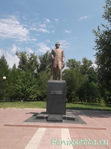 Памятник И.С.Тургеневу в Мценске